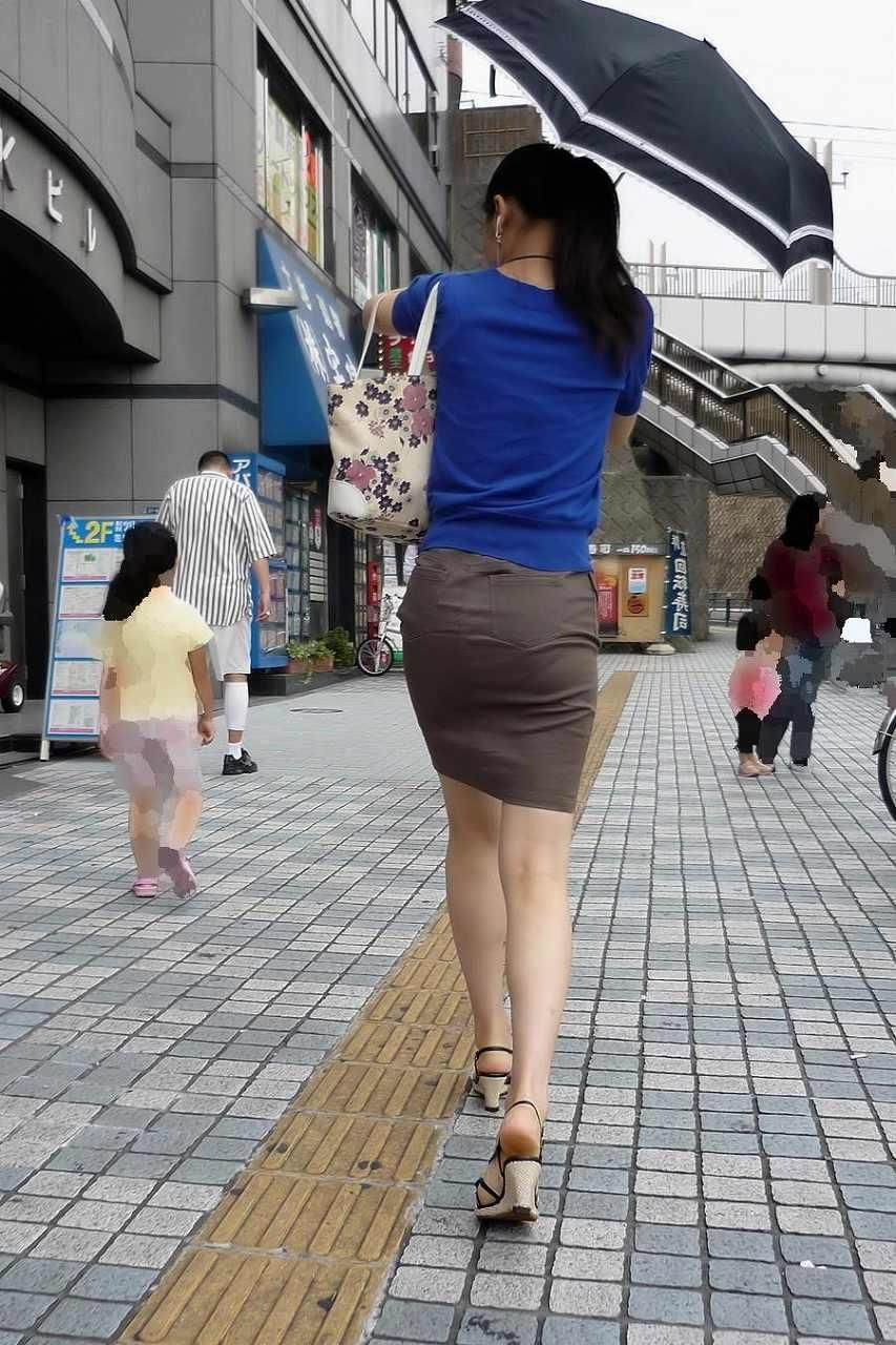 タイトスカート街角OL美尻盗撮エロ写メ画像6枚目