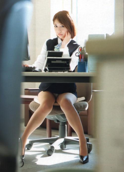 オフィスOL無防備パンストパンチラエロ画像3枚目
