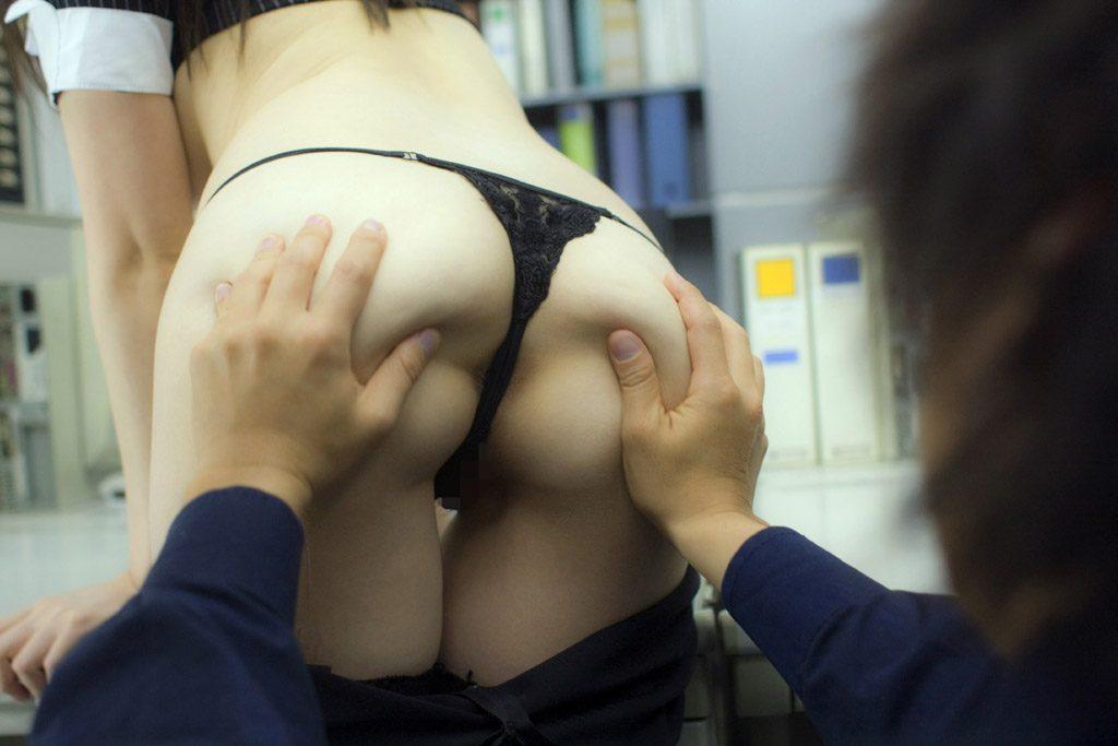 尻フェチセクハラ上司OL会社でセックスエロ画像1枚目