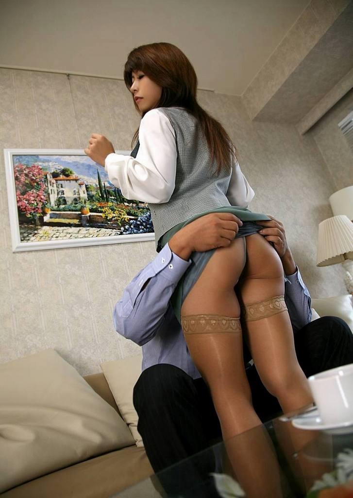 尻フェチセクハラ上司OL会社でセックスエロ画像10枚目