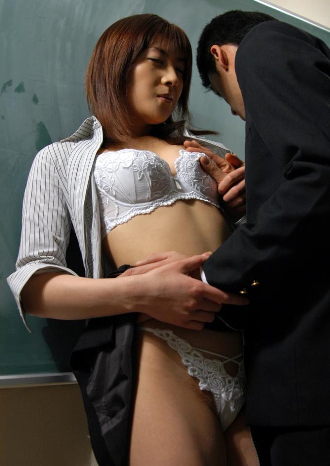会社内セクハラレイプ上司OL強姦エロ画像2枚目