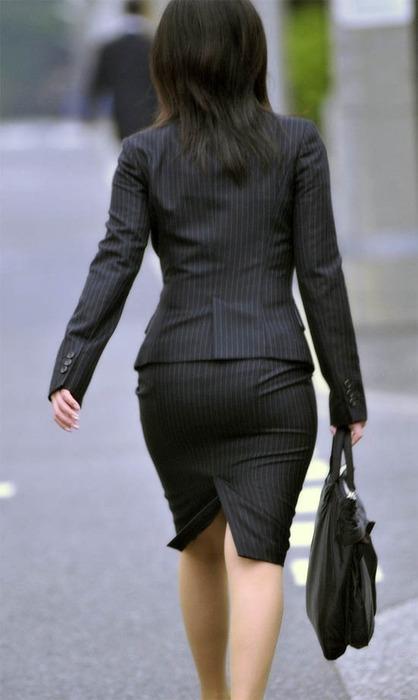 タイトスカート切れ込みベンツ美尻巨尻エロ画像4枚目