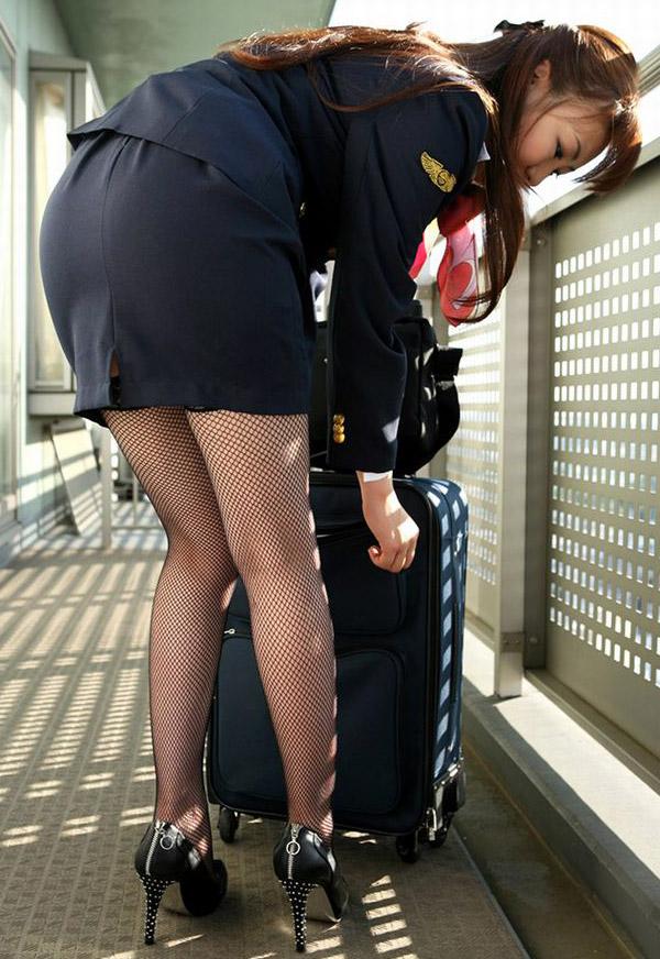タイトスカート切れ込みベンツ美尻巨尻エロ画像7枚目