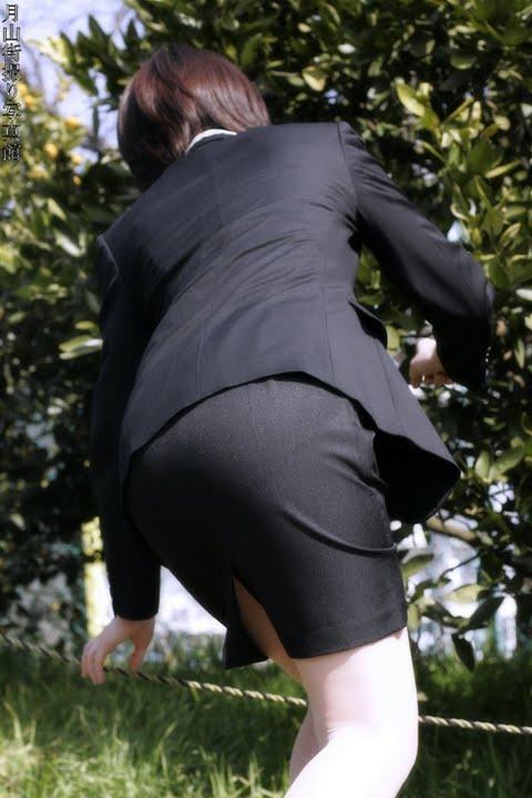 タイトスカート切れ込みベンツ美尻巨尻エロ画像12枚目