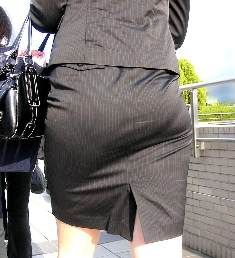 タイトスカート切れ込みベンツ美尻巨尻エロ画像16枚目