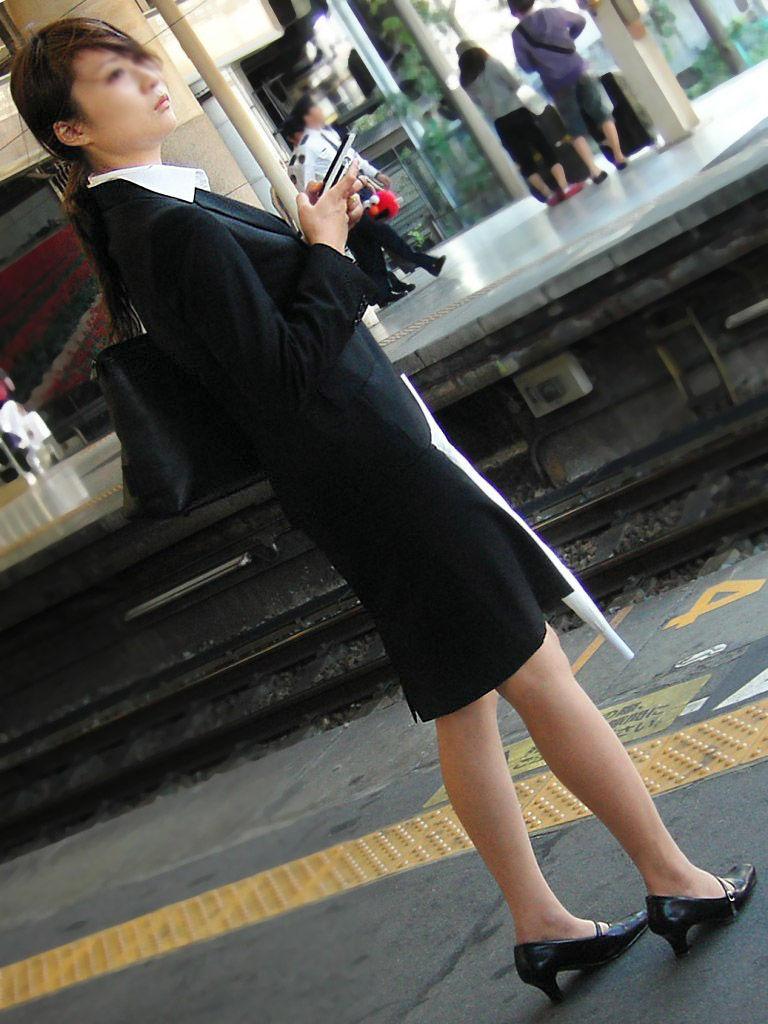 新卒新入社員OLリクルートスーツ美脚エロ画像5枚目