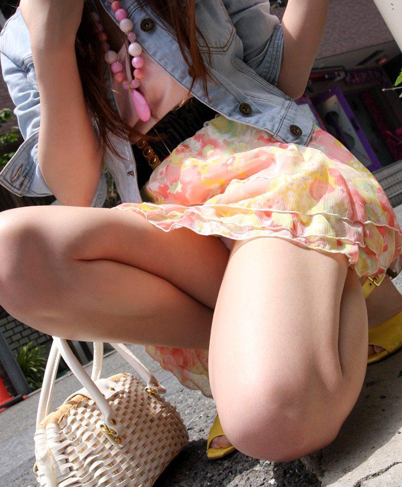 淫乱私服OLしゃがみパンチラ盗撮エロ画像16枚目