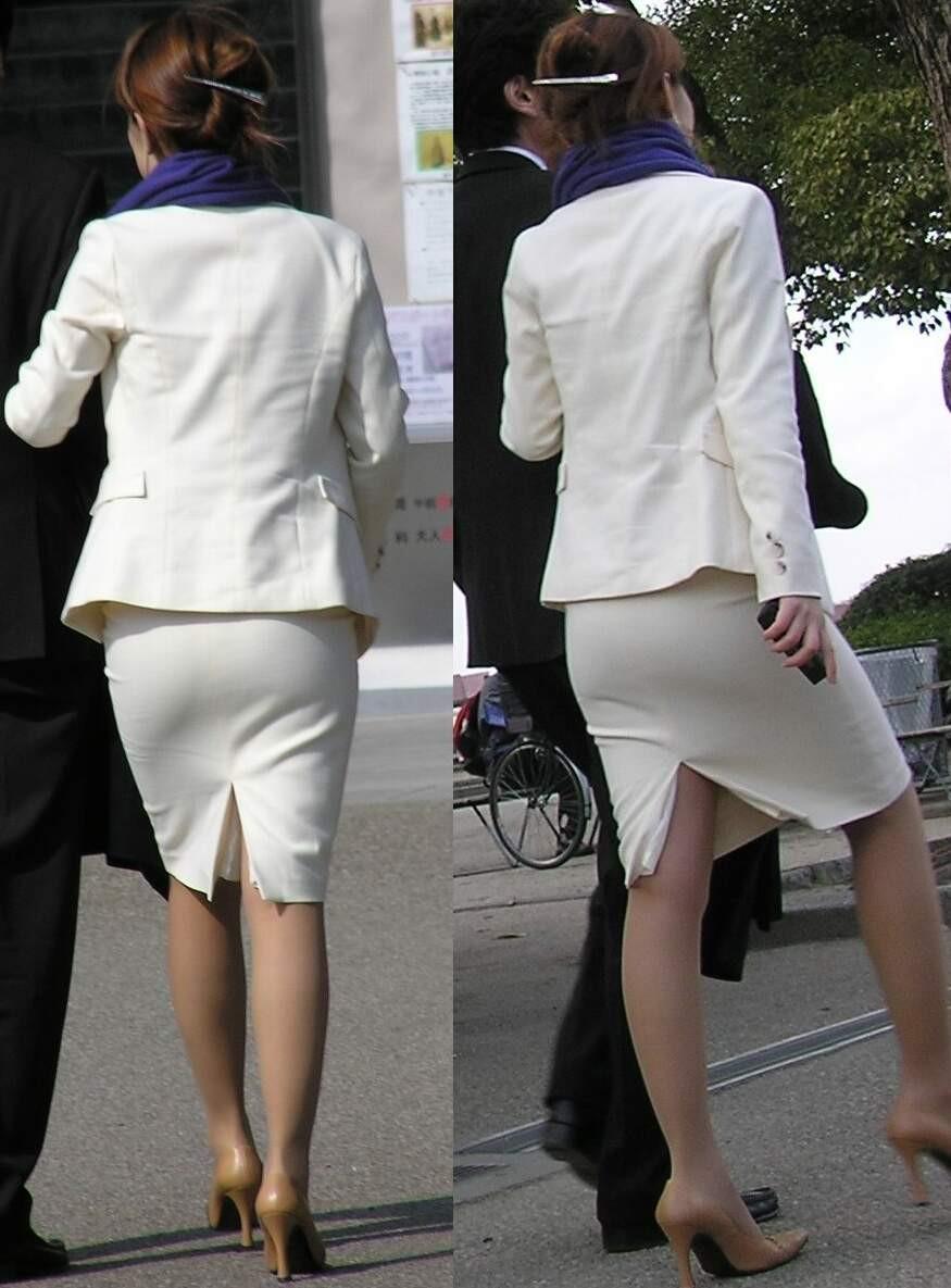 街撮り白タイトスカート美尻OL盗撮エロ画像9枚目