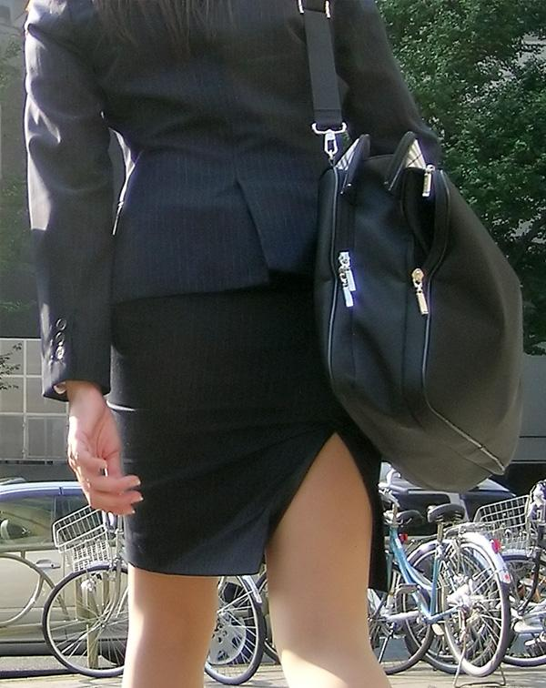 街撮りリクスーOLの黒タイトスカートエロ尻画像14枚目