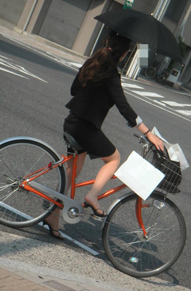 タイトスカート自転車通勤美尻ラインOLエロ画像12枚目