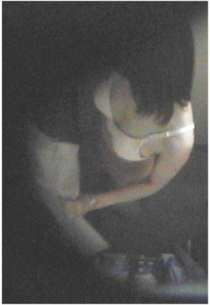 会社更衣室でのスレンダー同僚OLお姉さんの着替え盗撮5枚目