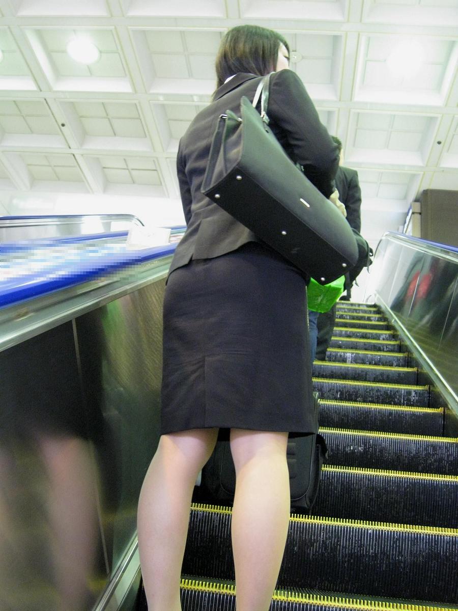 就活追い込み中で忙しく街中を動き回るリクスー女子大生11枚目