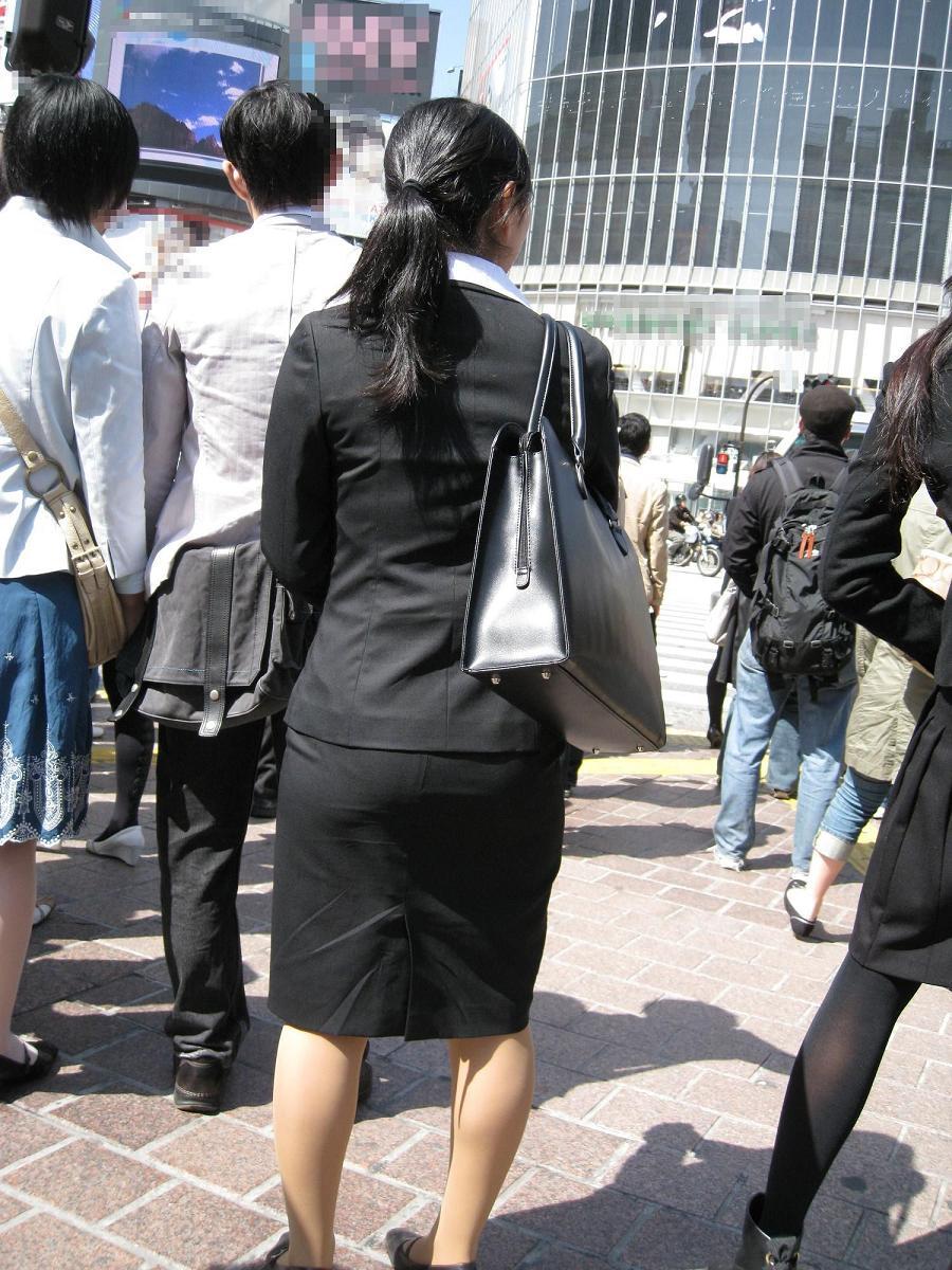 就活追い込み中で忙しく街中を動き回るリクスー女子大生14枚目