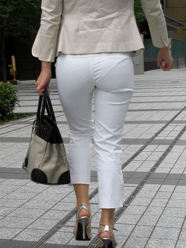パンティーが透けちゃう白パンツルックOLお姉さん画像3枚目