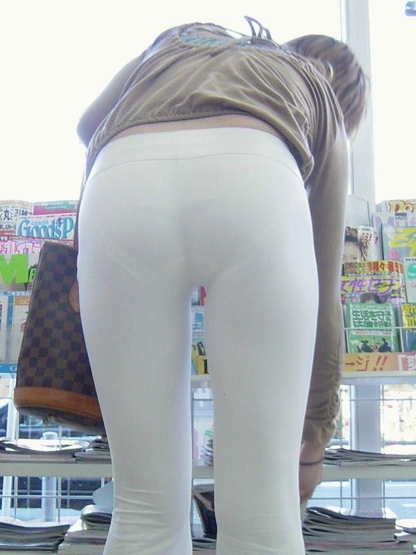 パンティーが透けちゃう白パンツルックOLお姉さん画像17枚目