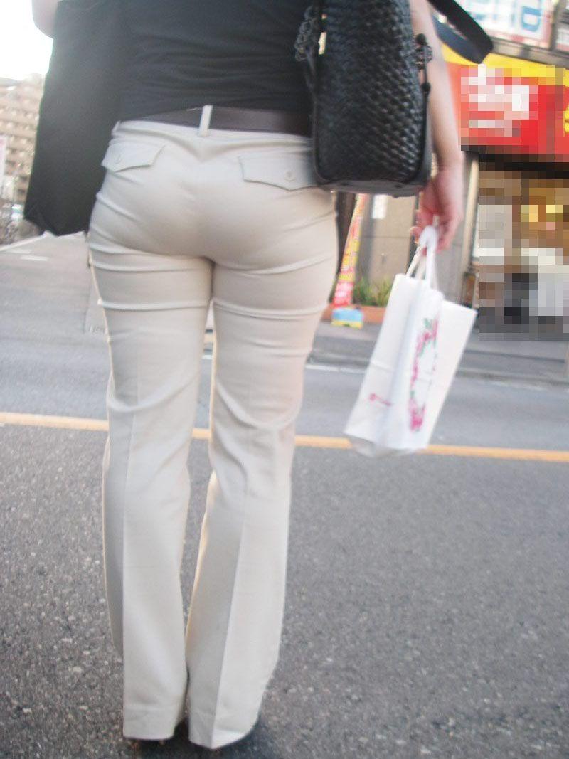 パンティーが透けちゃう白パンツルックOLお姉さん画像19枚目