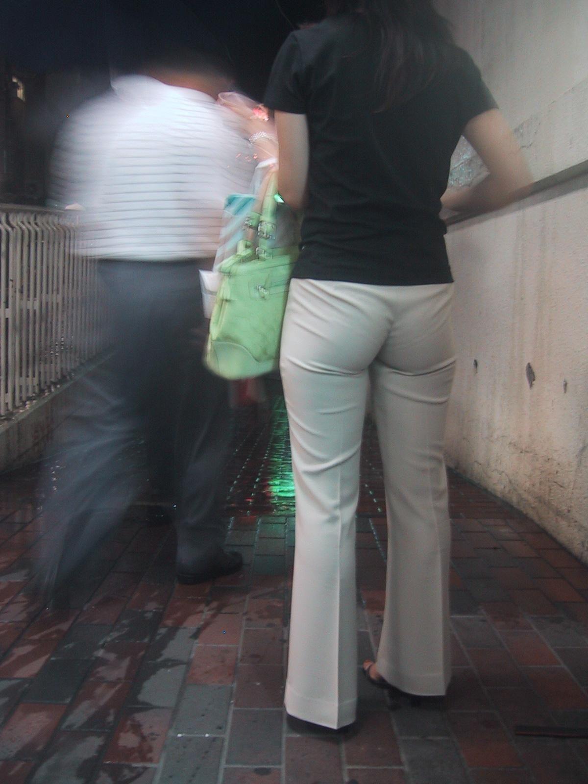 パンティーが透けちゃう白パンツルックOLお姉さん画像20枚目