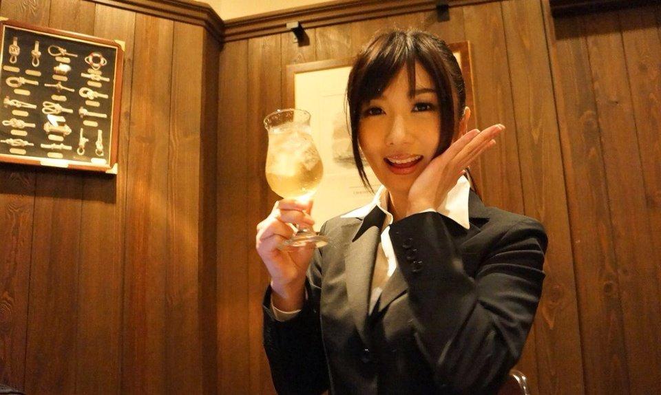 特別な日のアフターファイブのOLはお酒でほろ酔い高級ホテルで彼氏とラブラブタイム!2枚目