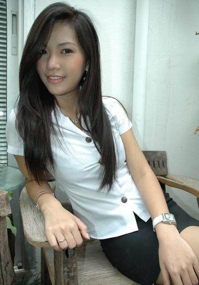 タイ女子大生のタイトスカート白ブラウスが眩しい!7枚目