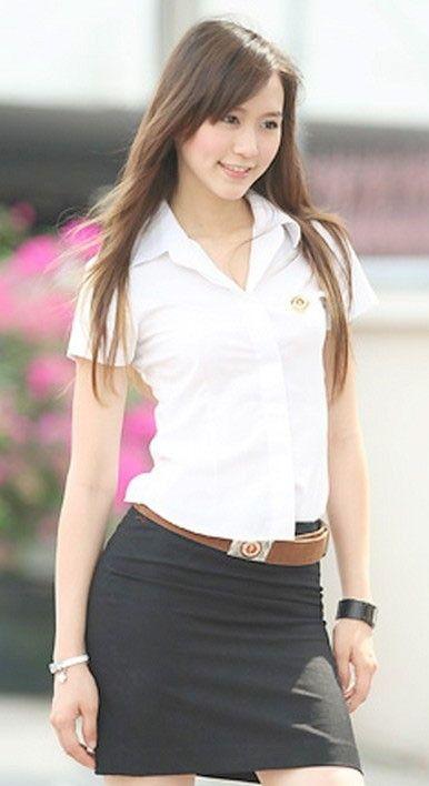 タイ女子大生のタイトスカート白ブラウスが眩しい!9枚目