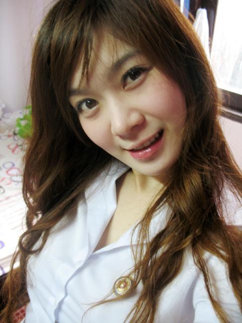 タイ女子大生のタイトスカート白ブラウスが眩しい!11枚目