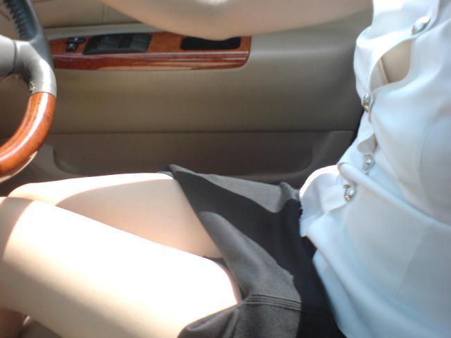 タイ女子大生のタイトスカート白ブラウスが眩しい!15枚目