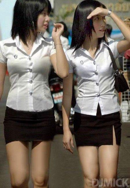 タイ女子大生のタイトスカート白ブラウスが眩しい!19枚目