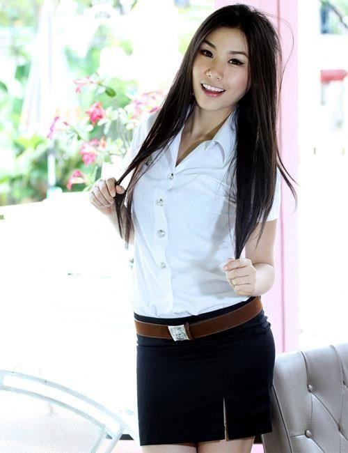 タイ女子大生のタイトスカート白ブラウスが眩しい!20枚目