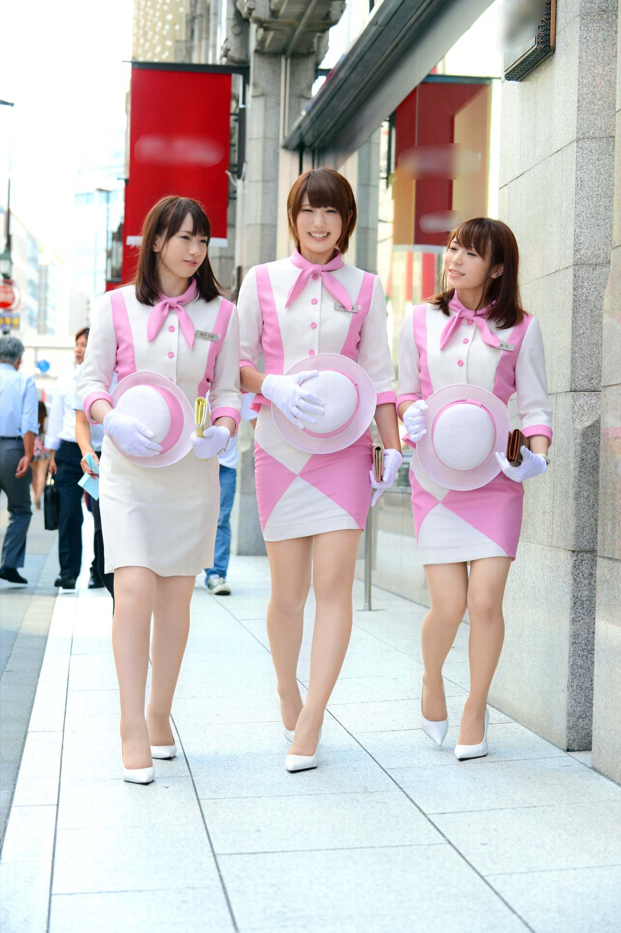 仲良し3人組キャンペーンガールがとてもエロイ!!9枚目