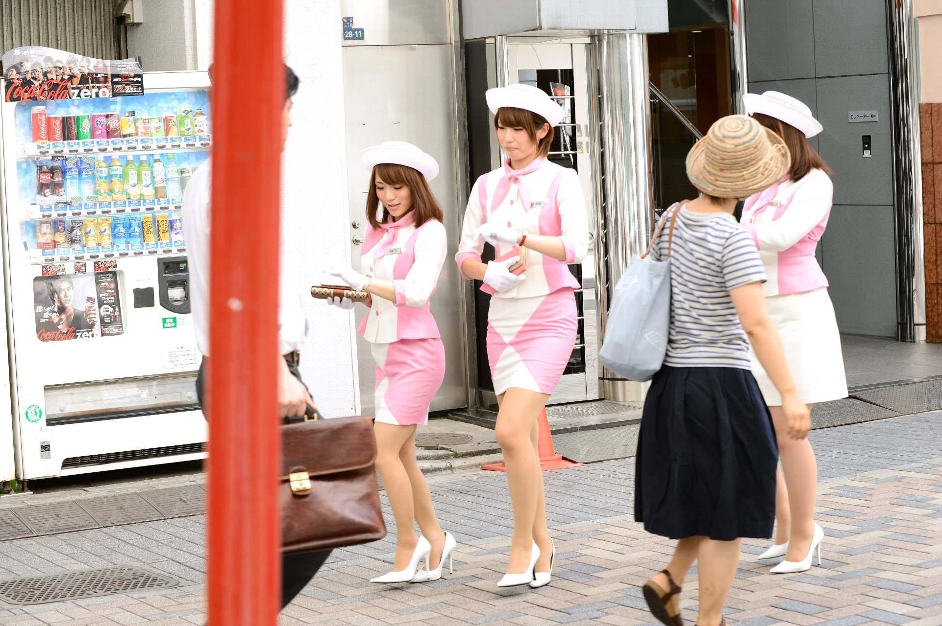 仲良し3人組キャンペーンガールがとてもエロイ!!10枚目