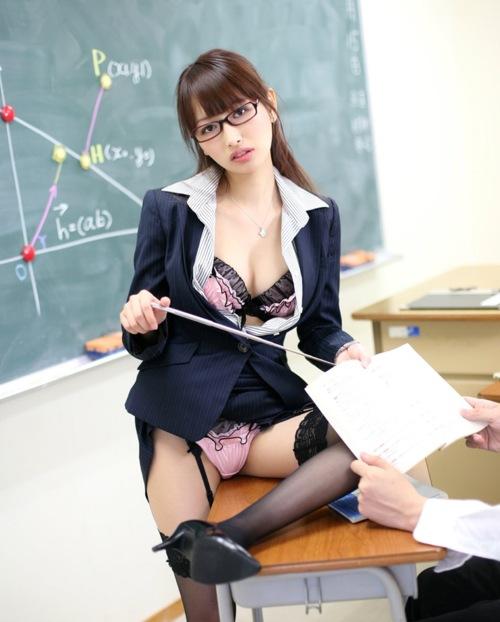 痴女教師の課外授業は初心な学生の童貞を奪う性教育13枚目