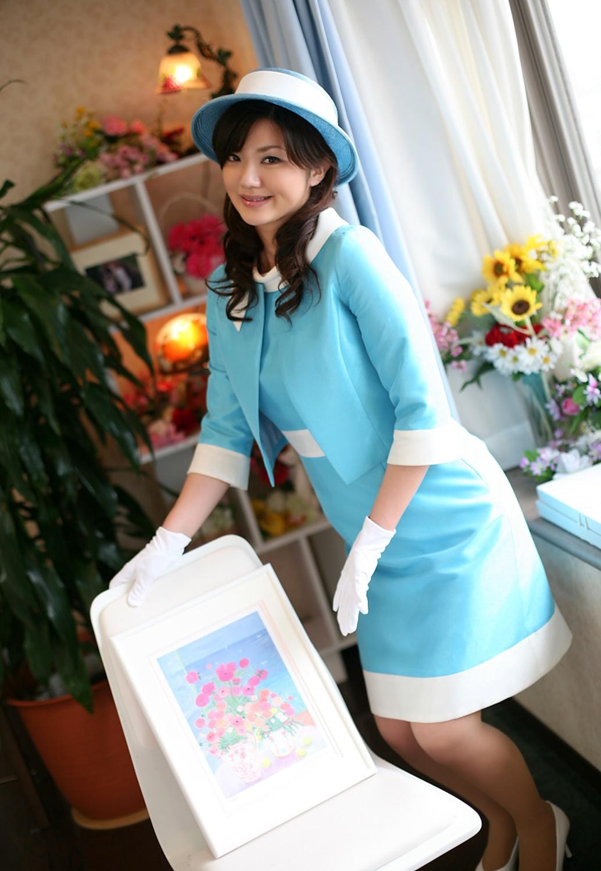 水色の制服が似合う激かわバスガイドさんSEX画像1枚目