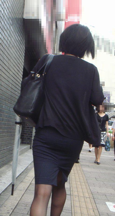 働くお姉さんのタイトスカートと黒パンスト姿がエロイ6枚目