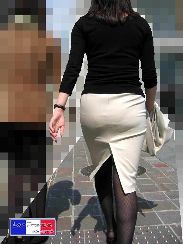 働くお姉さんのタイトスカートと黒パンスト姿がエロイ10枚目