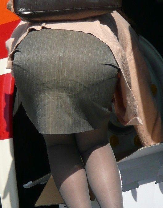 働くお姉さんのタイトスカートと黒パンスト姿がエロイ18枚目