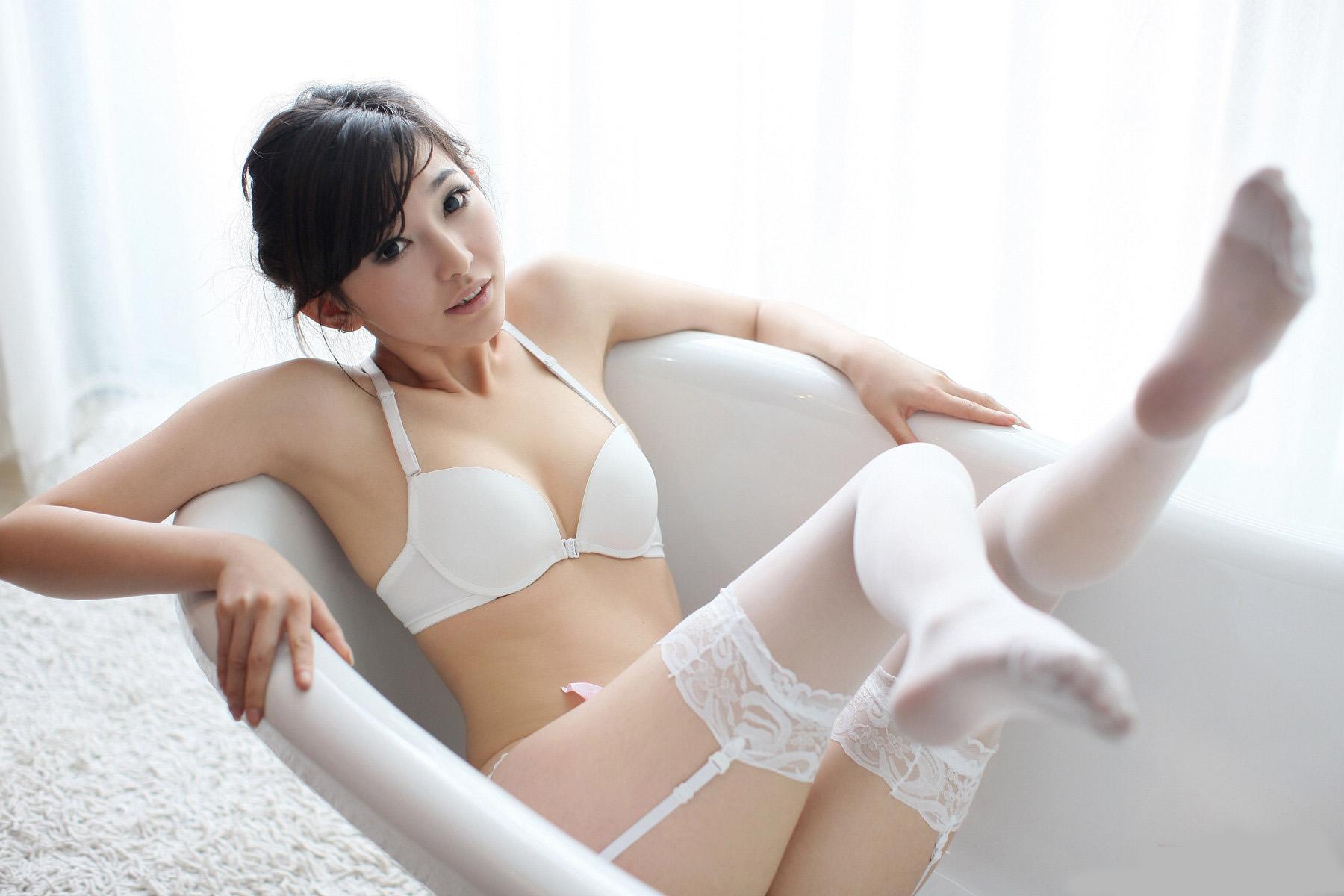 清純派OLお姉さんに似合う綺麗な白ガーターベルト画像8枚目