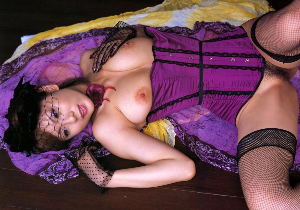 熟女OLお局様が着用したら妖艶なOLになる紫セクシー下着画像5枚目