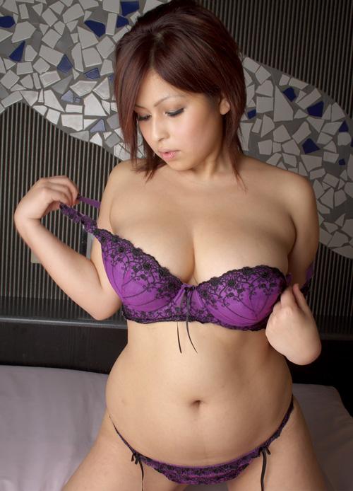 熟女OLお局様が着用したら妖艶なOLになる紫セクシー下着画像14枚目