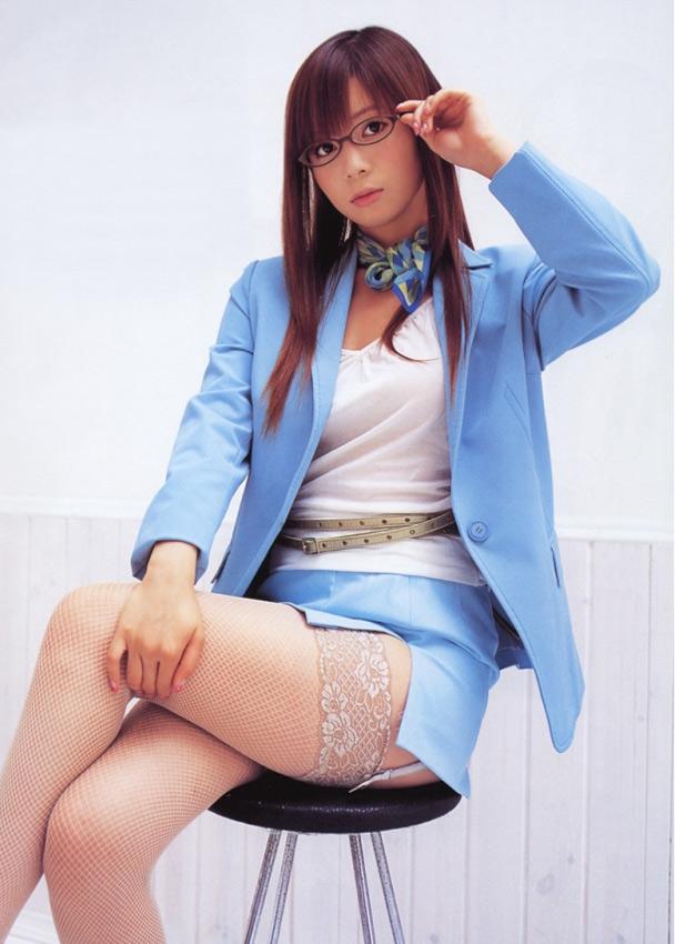 メガネを片手で触ってるOLお姉さんに性的興奮を覚えてしまうエロ画像11枚目