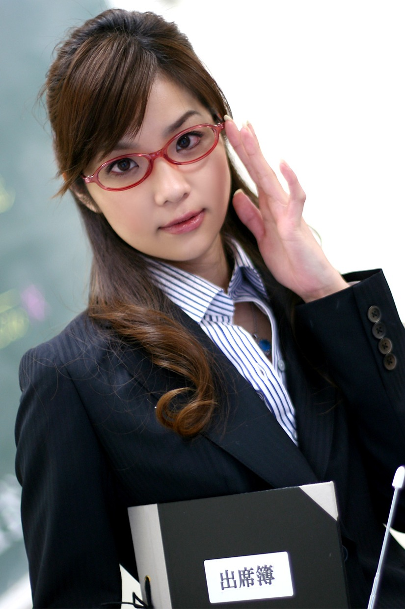 メガネを片手で触ってるOLお姉さんに性的興奮を覚えてしまうエロ画像23枚目
