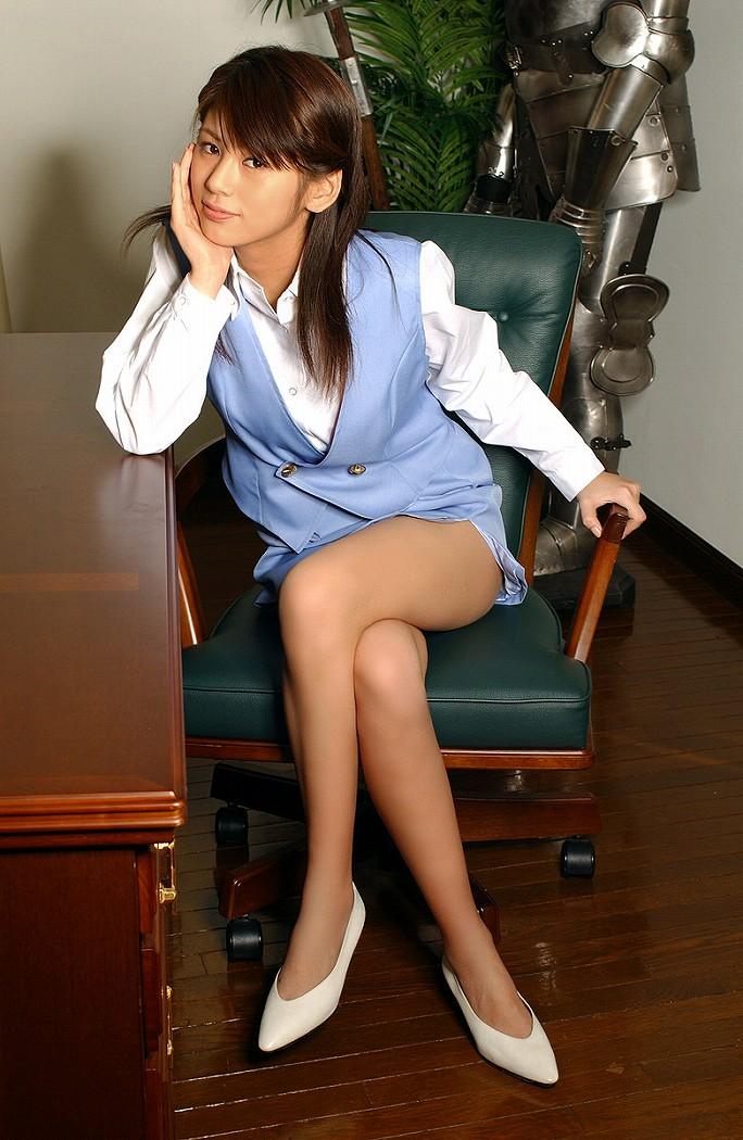 ショムニ系青の会社制服を着たOL会社制服コスプレっぽいOLお姉さんエロ画像15枚目