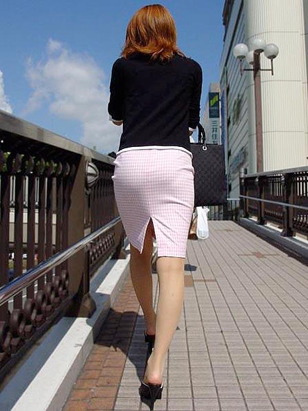 できるOLお姉さんはピチピチのタイトスカートで丸いお尻で男性を癒すエロ画像8枚目