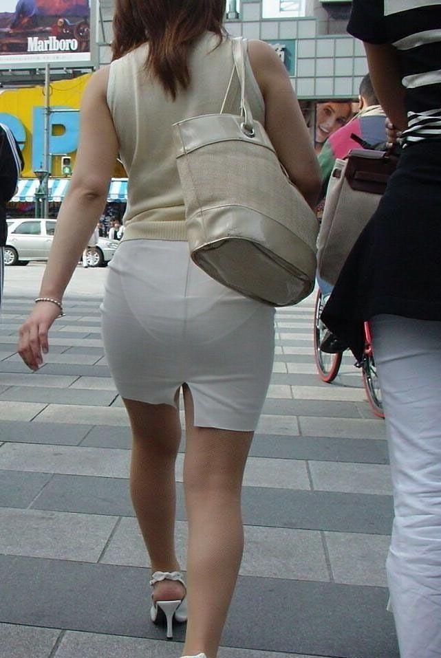 できるOLお姉さんはピチピチのタイトスカートで丸いお尻で男性を癒す!11枚目