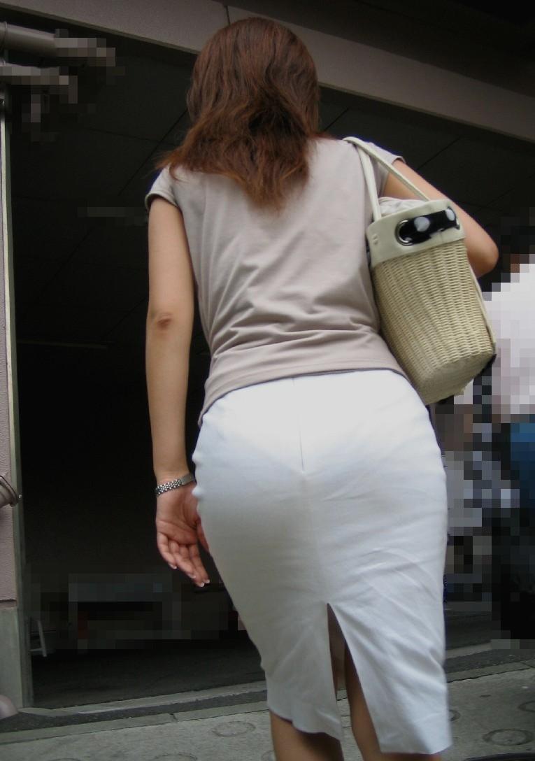 できるOLお姉さんはピチピチのタイトスカートで丸いお尻で男性を癒す!13枚目