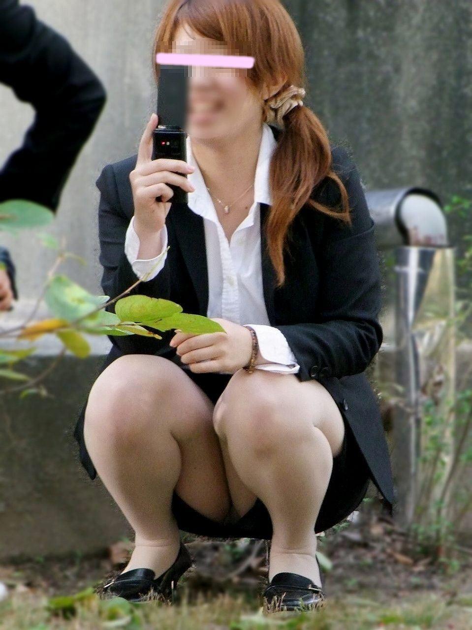 応援したくなる就職活動中のリクルートスーツお姉さんエロ画像1枚目