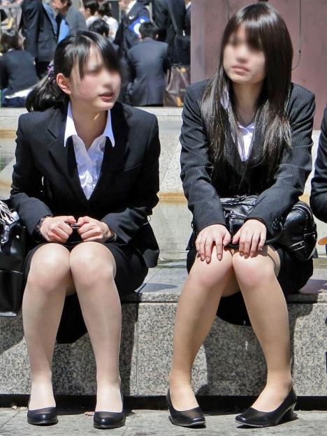 応援したくなる就職活動中のリクルートスーツお姉さんエロ画像2枚目