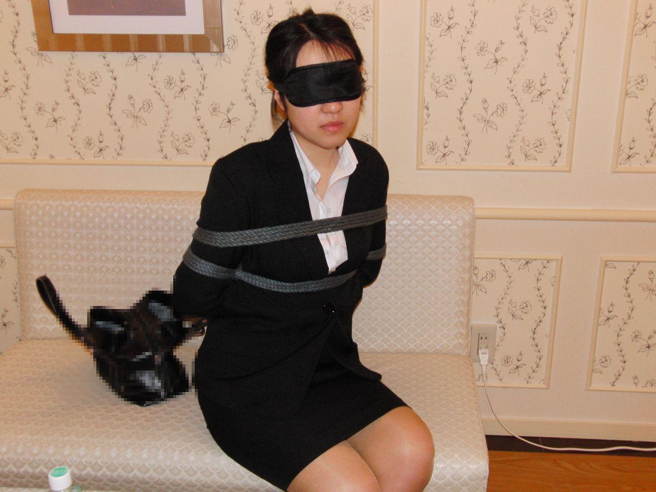 応援したくなる就職活動中のリクルートスーツお姉さん画像4枚目