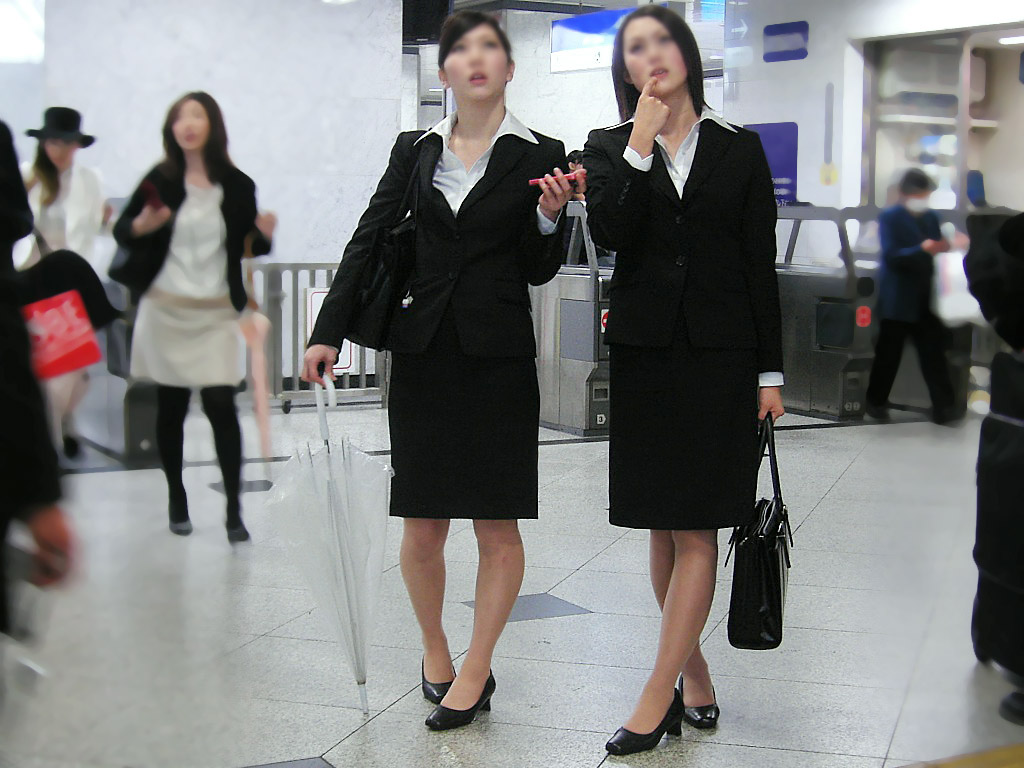 応援したくなる就職活動中のリクルートスーツお姉さん画像5枚目