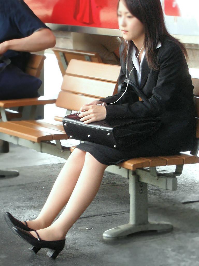 応援したくなる就職活動中のリクルートスーツお姉さん画像13枚目