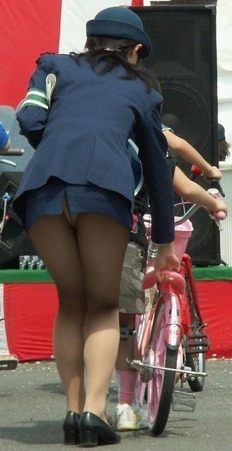 安全パトロール!?エロエロタイトスカート婦警さん画像5枚目